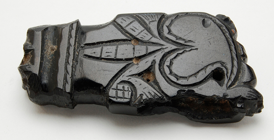 Between superstition and adornment: amulet against the evil
